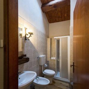 Villaggio-Nativo-camere-fienile-bagno