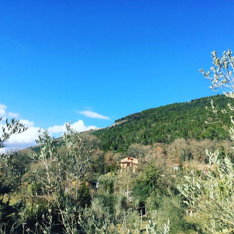 Villaggio-Nativo-monte-Tezio-vista